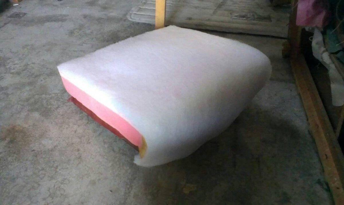 接著就是補充坐墊的高密度泡棉及絨布,以解決沙發塌陷的問題!三人座牛皮沙發修理請找吉昌傢俱沙發工廠