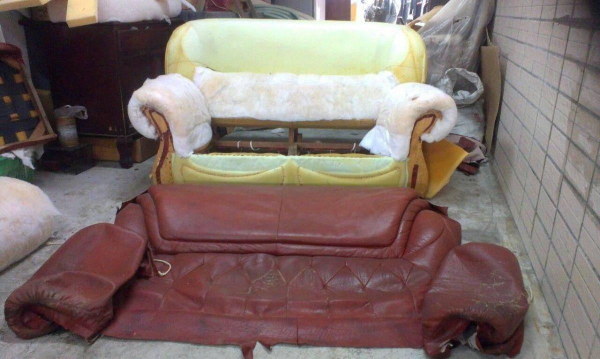 接著就是把沙發皮整個拆下來,準備等一下的製版作業 !雙人座牛皮沙發修理請找吉昌傢俱沙發工廠