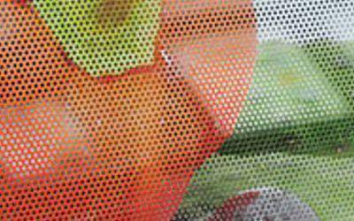 油性透視貼:俗稱洞洞貼,原理與隔熱紙相同,具有遮陽效果,可做為遮光貼,防窺貼,防曬貼使用。適用於建築物外牆玻璃、車窗。