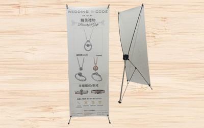 PVC貼紙: 是種大圖專用貼紙,適用人形立牌,廣告看板