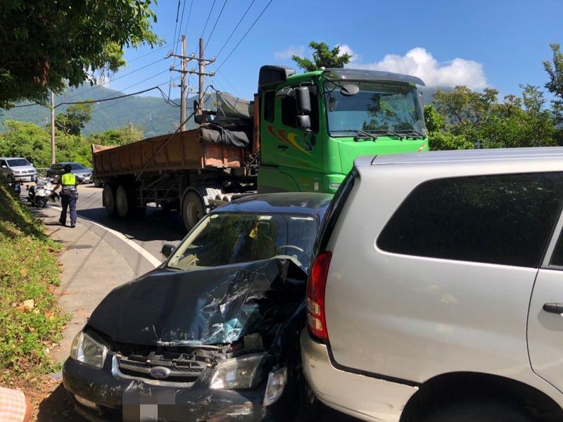 蘇花公路發生曳引車操作不慎追撞前方自小客車  一乘客受傷送醫【影音新聞】