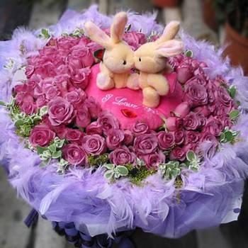 《紫愛Kiss》Kiss情侶兔99朵紫玫瑰花束