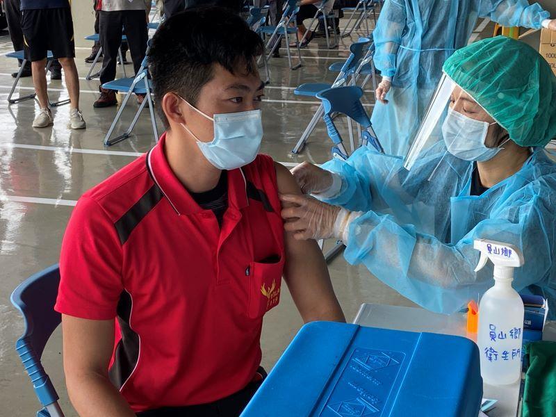 「齊心抗疫!」消防局第一線執勤同仁今日施打疫苗