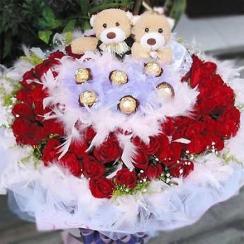 《共譜愛的戀曲》99朵愛心玫瑰玩偶金莎求婚花束