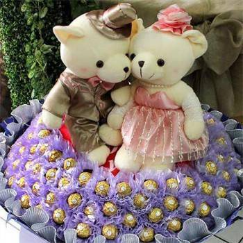 《永結同心》心型枕華麗禮服婚侶熊99朵金莎巧克力花束