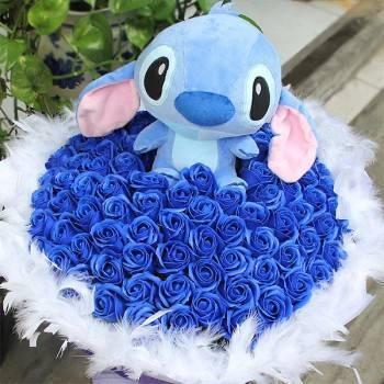 【特價花束】-《藏愛寶貝》史迪奇+99朵藍皂玫瑰花束