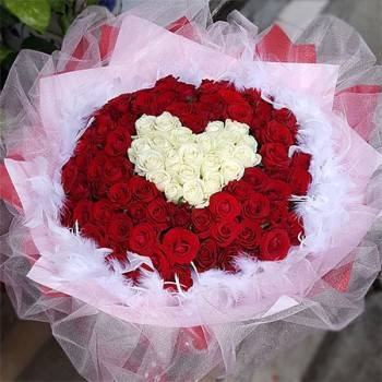 《LOVE心型》字樣99朵玫瑰花束