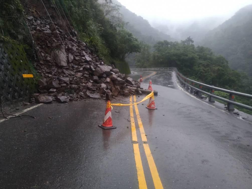 宜蘭連雨不斷致道路坍方  宜警進行警戒及交管【影音新聞】