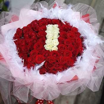 《I》字樣99朵玫瑰花束(可排1~99字樣)