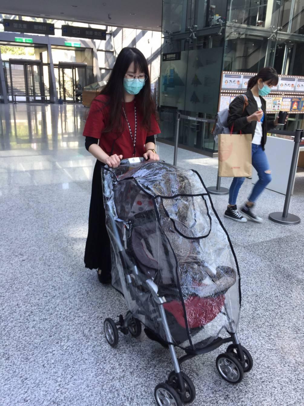 給寶寶更好的防護  蘭博提供嬰兒車透明防護罩