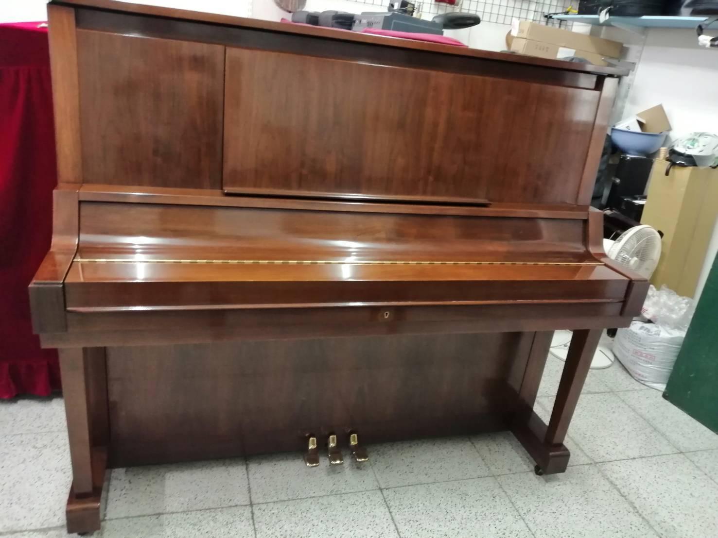 二手鋼琴  曾獲得蘋果日報,消費高手版採訪及獲非凡新聞台大幅報導
