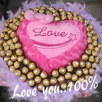 《愛你百分百》心型愛意抱枕+100朵金莎巧克力花束