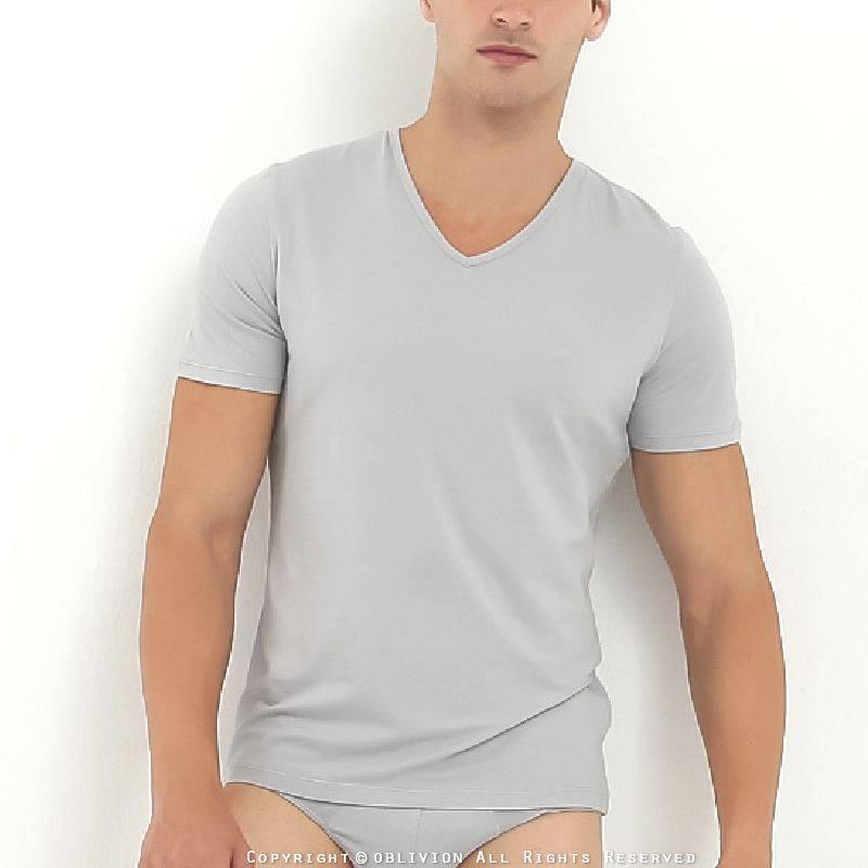 男透氣涼感 V 領短袖上衣