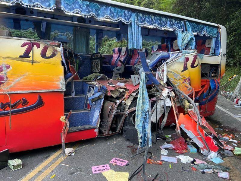 遊覽車撞山壁  40人傷5人無生命徵象【影音新聞】
