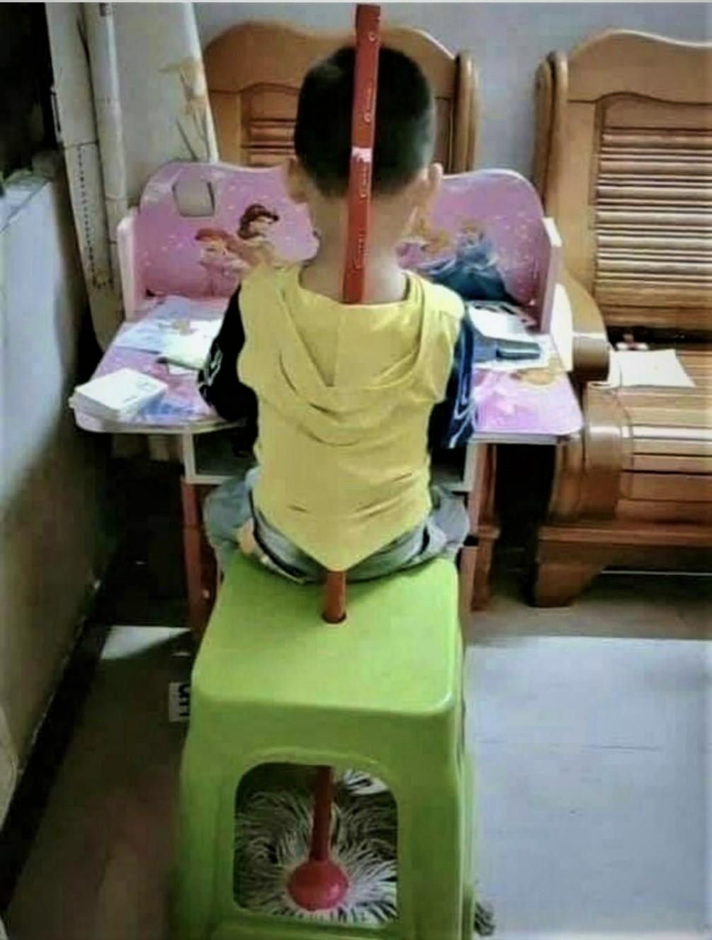 為何塑膠椅座墊中間有一個《洞》