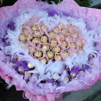 《粉愛的心》心型雙色紗99朵金莎巧克力花束