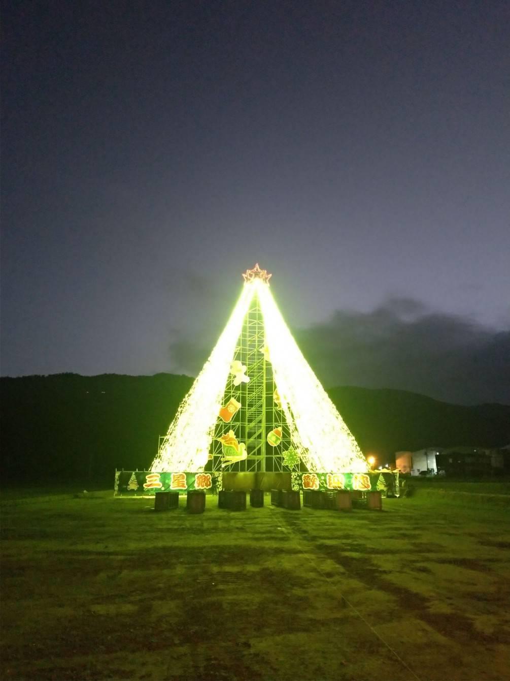 海棠聽新聞~三星璀燦耶誕樹平安夜點燈 李志鏞鄉長化身耶誕老人送禮