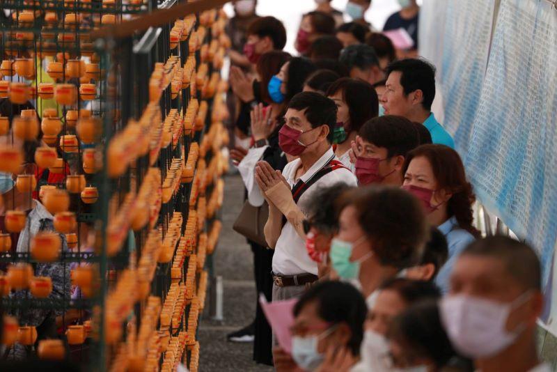 「靈鷲山萬佛燈會」為疫情祈福、為地方求平安!