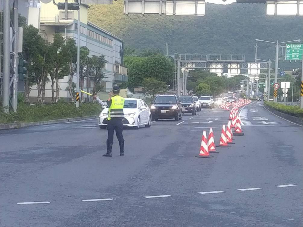 中秋連假首日宜蘭艷陽高照 員警不畏辛苦疏導交通