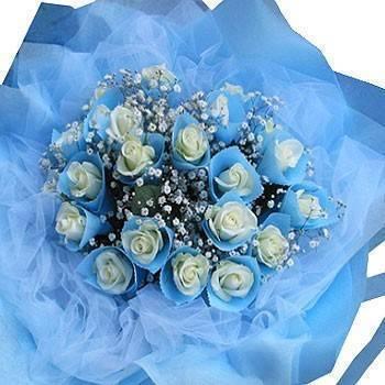 《滲透的想念》白色情人玫瑰滿天星花束