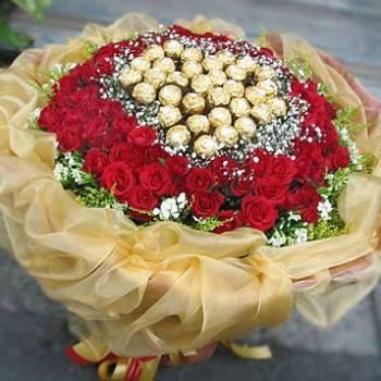 《你是心愛巧克力》豪華33朵金莎99朵玫瑰花束
