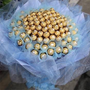 【特價花束】-《情意深深》99朵金莎巧克力花束