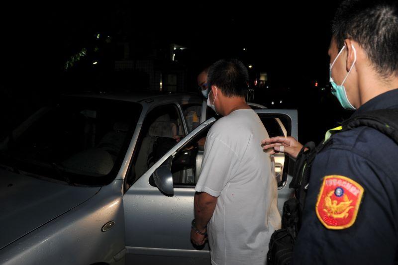 盤查拒檢還企圖衝撞警車 通緝犯被宜警制伏送辦!【影音新聞】