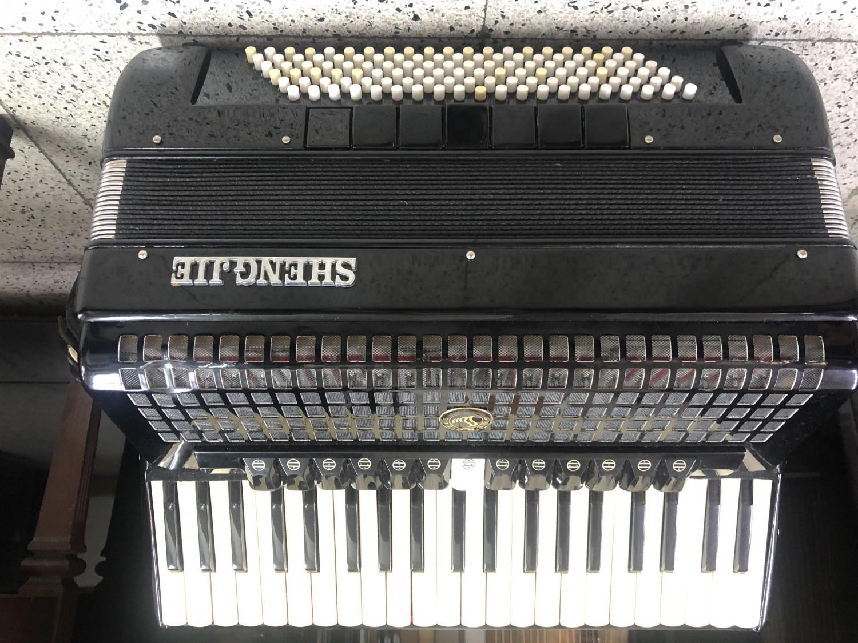 二手手風琴  中古手風琴  120貝斯 多種音色音色    特價中免運