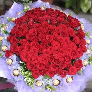 《愛情甜蜜蜜》99朵玫瑰金莎花束