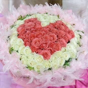 《粉愛你的心》108朵心型粉玫瑰+翡翠白玫瑰花束