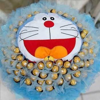 《愛的哆啦A夢》哆啦A夢玩偶+99朵金莎巧克力花束