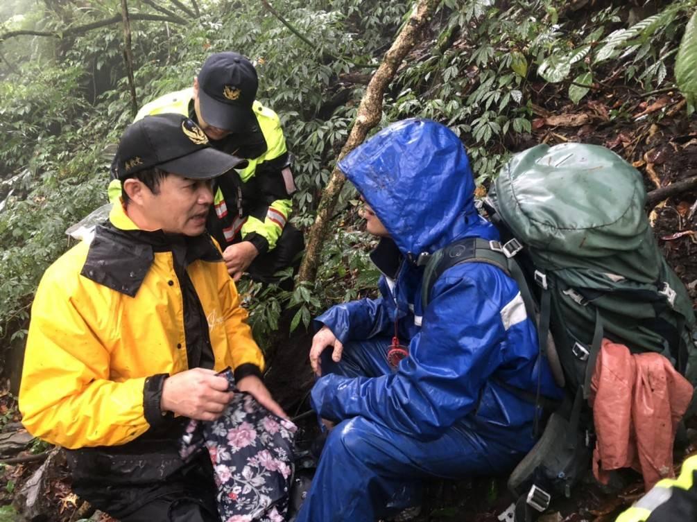 登山客山上迷途  消防局與林務局入山救援