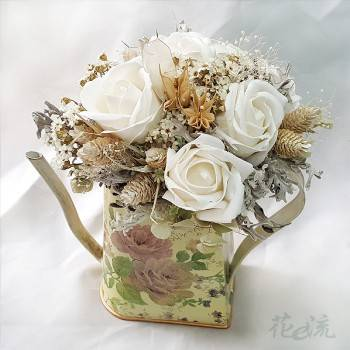古典彩繪壺裝飾乾燥花