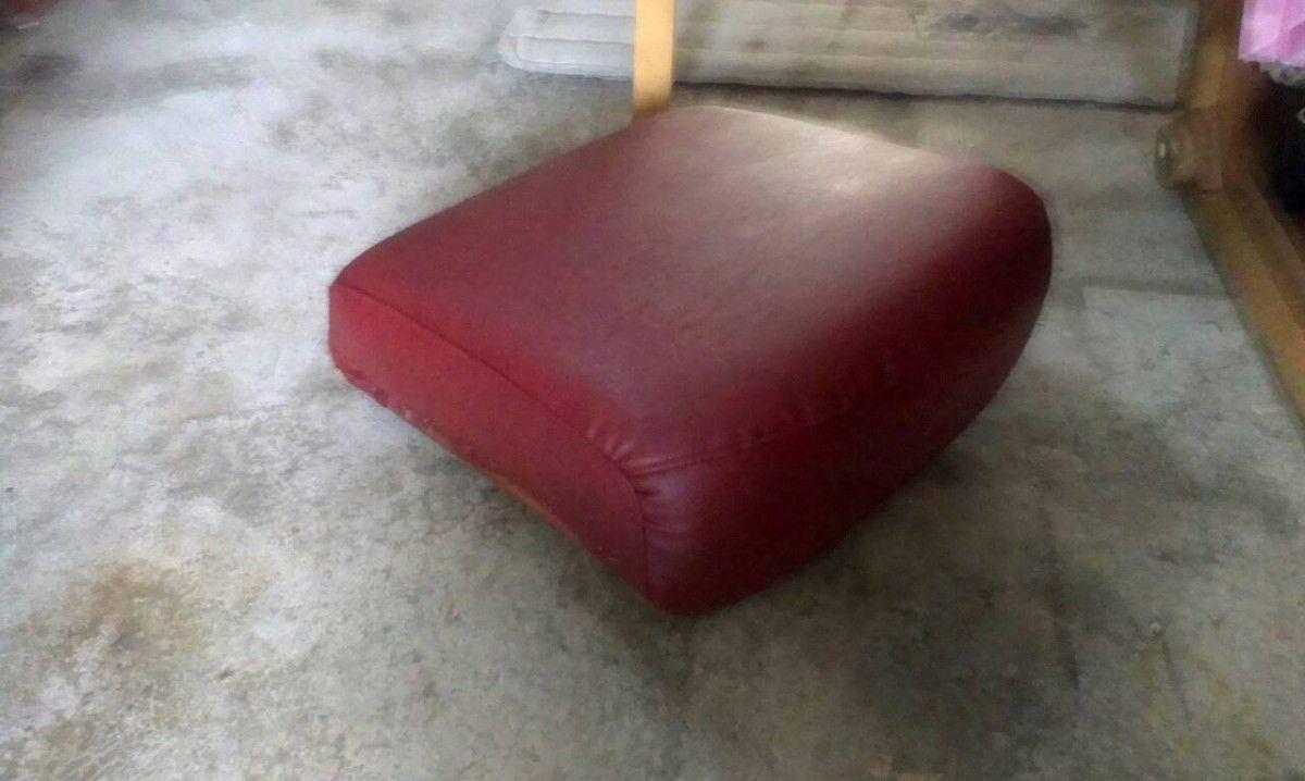 接著就是把坐墊的皮面裝上縫好 !三人座牛皮沙發修理請找吉昌傢俱沙發工廠