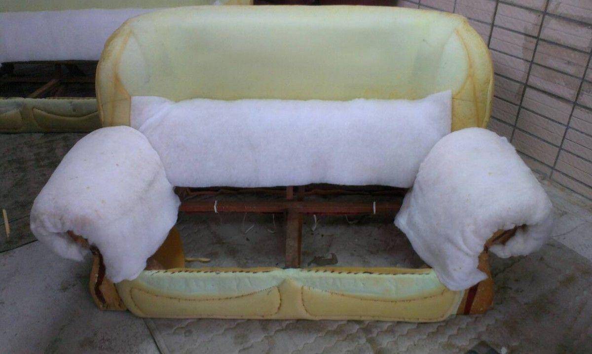 再來就是把沙發的扶手、靠背一一的補充絨布 !雙人座牛皮沙發修理請找吉昌傢俱沙發工廠
