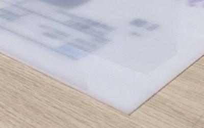 壓克力直噴具透光性、防UV功能不易變質,常運用在形象廣告、燈箱、指示牌等用途