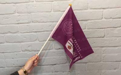 手拿旗又可當做宣傳其使用